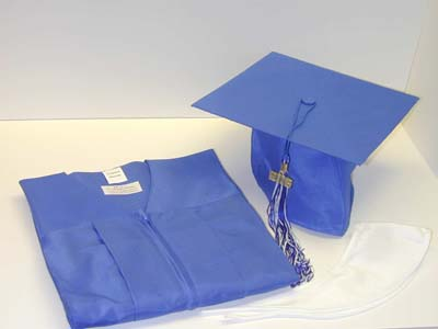 Attention Seniors: Time to order caps and gowns