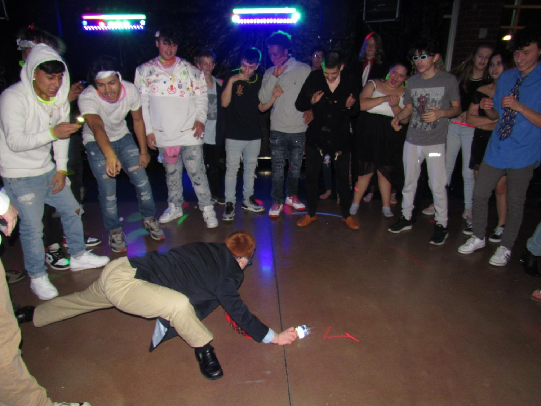 Students watch Miles Vonsteinmetz Break dance