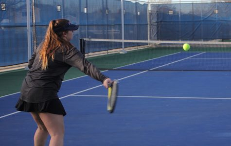 Large tennis team starts season