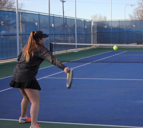 Large tennis team starts season