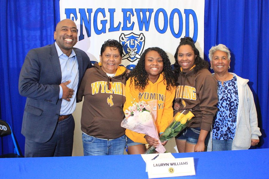 Lauryn Williams (12) is joined by her family