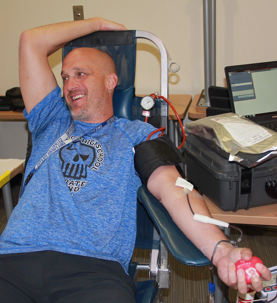 Teacher+Scott+Silva+is+in+good+spirits+as+he+donates+blood+during+the+annual+Honor+Society+blood+drive.+