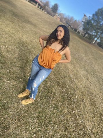 Who is Aniah Minelik? Senior and scholarship recipient